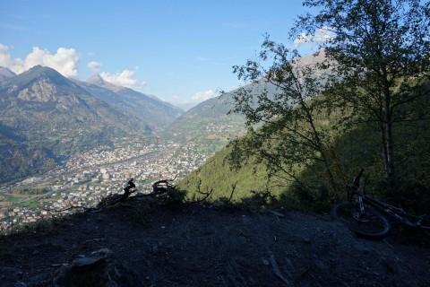 Trail und Aussicht bei Punkt 1127
