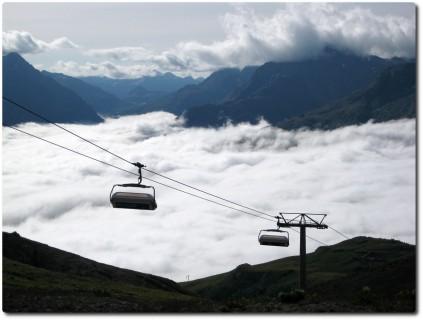 Ausblicke auf das Nebelmeer und die Las Trais Fluors Bahn