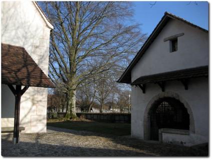 Kirche und Beinhaus Utzenstorf