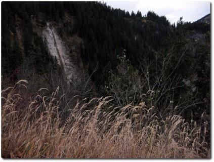 Trockener Wasserfall unterhalb der Älgglialp