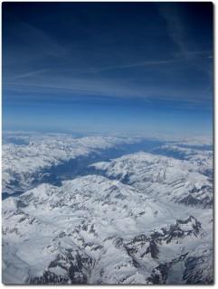Herrlicher Blick auf die verschneiten Alpen