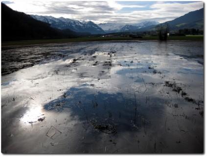 Viel Wasser - Ebende beim Militärflugplatz Alpnach