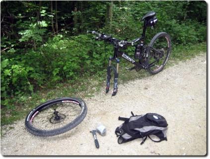 Reifenplatten auf dem Weg zum Balmberg
