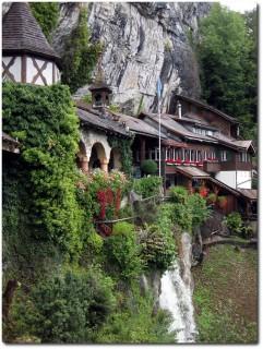 Eingang der St. Beatushöhlen