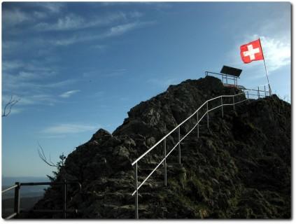 Spitze der Belchenflue mit Flagge
