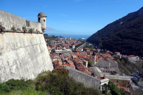 Castel San Giovanni und Blick nach Finalborgo