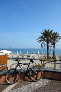Cool Down am Strand von Final Ligure