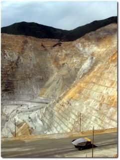 Weltgrösste Kupfermine - das Loch !