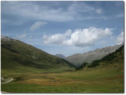 Und auf High-Speed Schotter von der Alp Astras nach Scuol