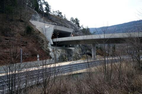 Court und neue Autobahn