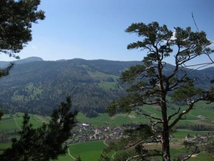 Blick runter nach Crémines