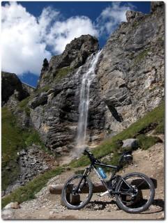 Wasserfall über die Croda Nera