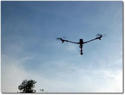 Drohnenkamera in Action über dem Racetrack