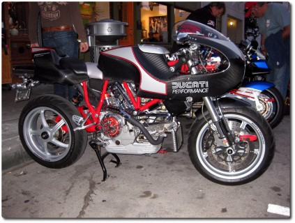 Ducati mit viel Carbon