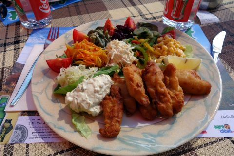Feine Eglisfilet mit Salat zur Stärkung