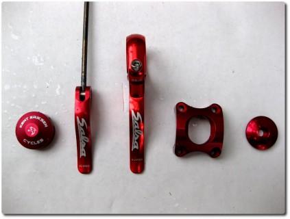 Farbvergleich rot eloxierte Teile