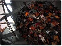 EMP Gitarrenturm in der Eingangshalle