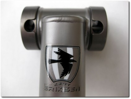 Kent Eriksen Sattelstütze - Front mit Logo