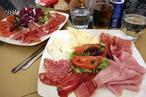 Mittagessen in Finalborgo