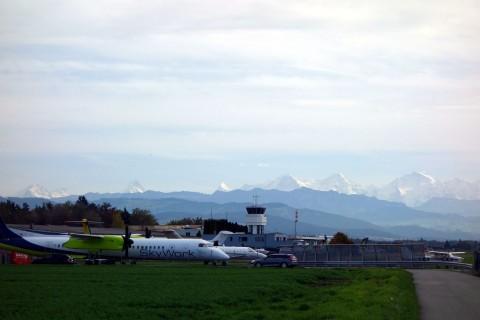 Flughafen Belp mit Alpenblick