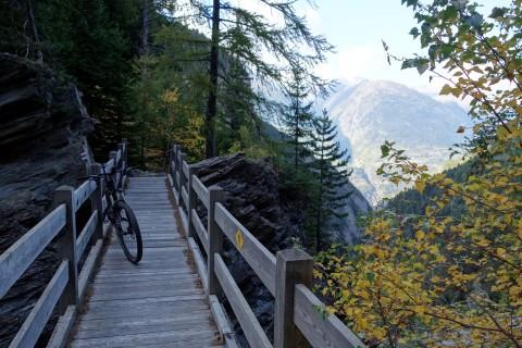 Holzbrücke über die Gamsa
