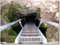 Enger Eingang zur Golden Dome Höhle