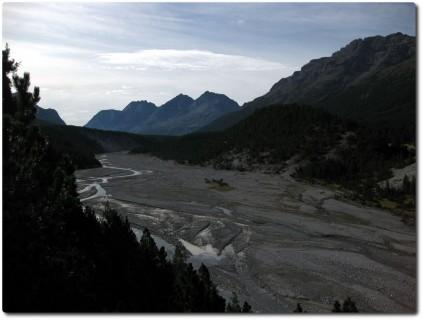 Traumhaftes Bänkli mit Blick in Richtung Passo Val Mora und Passo di Fraéle