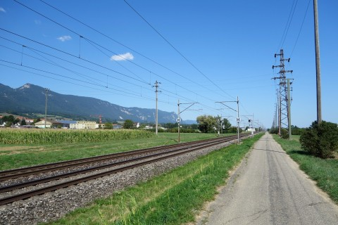 Kilometer machen entlang der Bahn