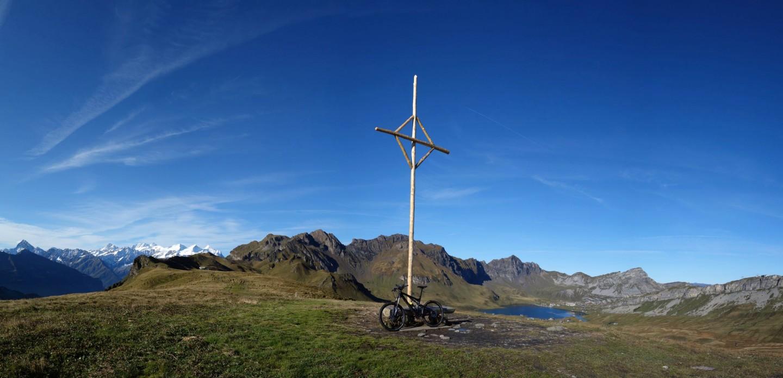 Gipfelkreuz auf dem Gummen