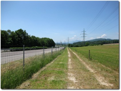 Kantonsgrenze entlang der Autobahn in Safenwil