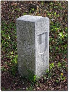 Moderner Grenzstein SO - BL