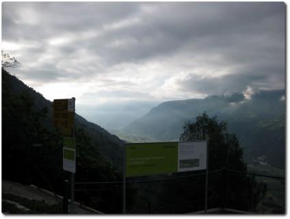 Start des Wanderweges in Hohtenn und Blick ins Tal