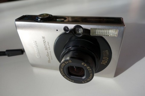 Canon IXUS 85 front