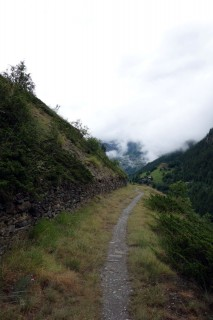 Eindrückliche alte Talstrasse nach Stalden