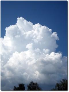 Kumuluswolken über dem Jura