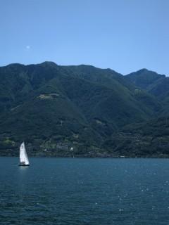 Blick auf den Monte Tamaro vom Lago Maggiore aus