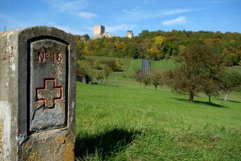 Grenzstein zu Frankreich und Ruine Landskronberg