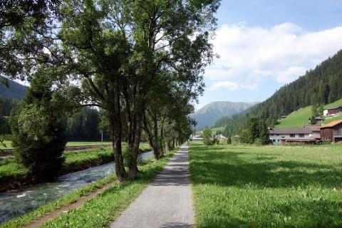 Entlang der Landwasser zur Rinerhornbahn