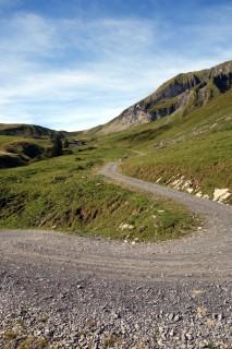 Aufstieg auf Schotter zum Latrejefeld