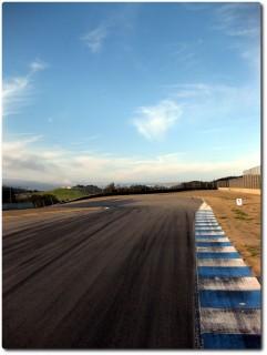 Laguna Seca Raceway auf dem Mountainbike - vor Corkscrew