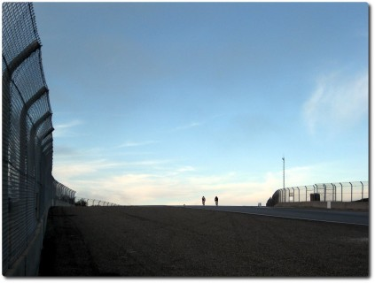 Laguna Seca Raceway auf dem Mountainbike - Dämmerung