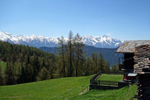 Ausblick vom Dorfplatz La Magdeleine