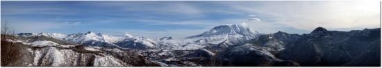 Mount St. Helens Panorma inklusive Mount Rainier im Hintergrund