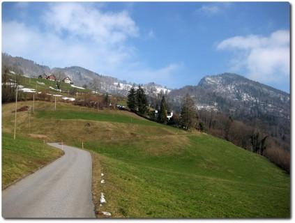 Aufstieg von Niderstad nach Rengg - Im Blick Lopper und Renggpass
