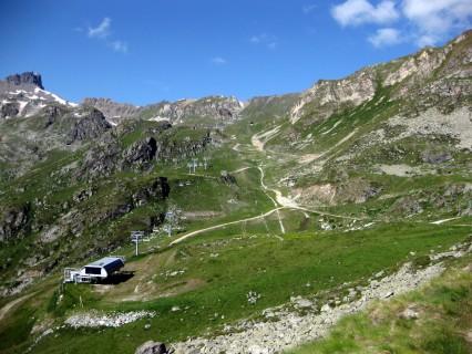 Heftigster Aufstieg entlang von Skianlagen