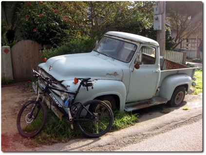 Ein rostiger Ford Pick-up