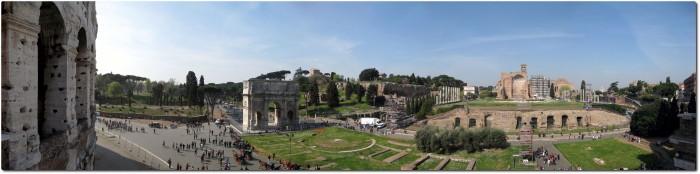 Panorama vom Kolosseum auf den Triumphbogen des Konstantin, Palatinhügel und den Venus und Roma Tempel