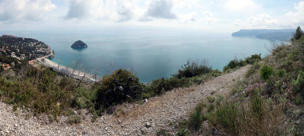 Panorama Trail mit Blick auf die Isola Bergeggi