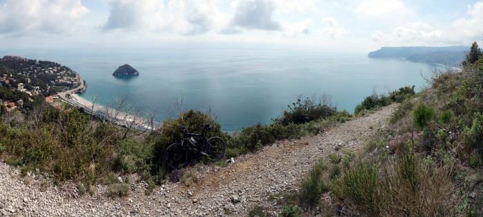 Panorama Trail mit Blick auf die Isola Bergeggi