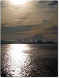 Mount Rainier im Morgenlicht von Seattle aus
